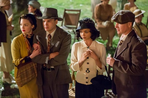 Bonnie And Clyde- Emile Hirsh, Holliday Grainger, Sarah Hyland & Lane Garrison