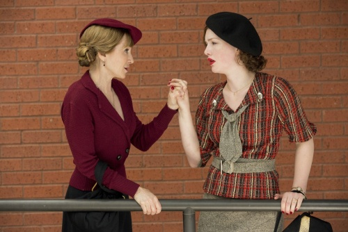 Bonnie And Clyde- Holly Hunter & Holliday Grainger