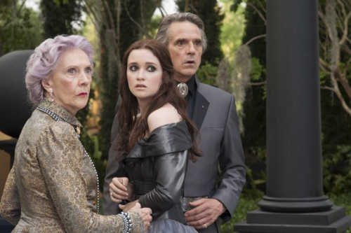 Beautiful Creatures - Eileen Atkins, Alice Englert