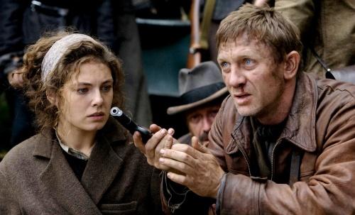Defiance - Daniel Craig, Alexa Davalos