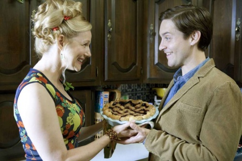 The Details- Tobey Maguire, Laura Linney