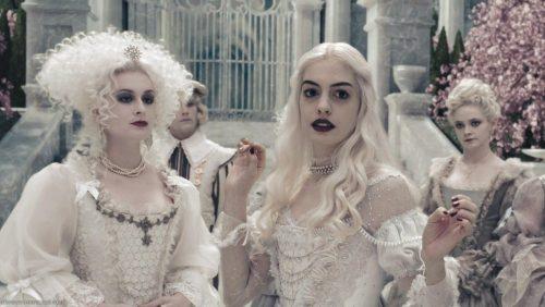 8_Alice In Wonderland_The White Queen's Court